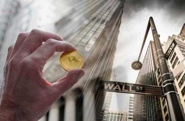 10 anos após a crise mundial, Bitcoin e Wall Street estão mais próximos do que nunca