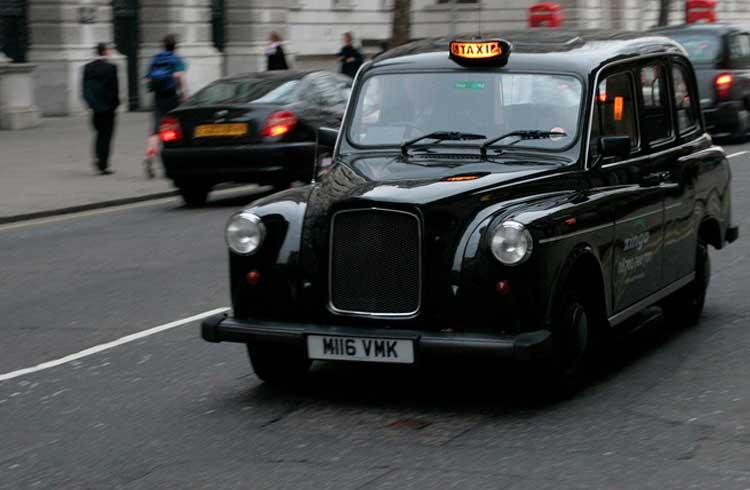 Conheça o motorista de táxi de Londres que vende Bitcoin aos passageiros