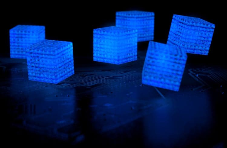 Gigante farmacêutica testa blockchain da IBM na tentativa de melhorar processos clínicos