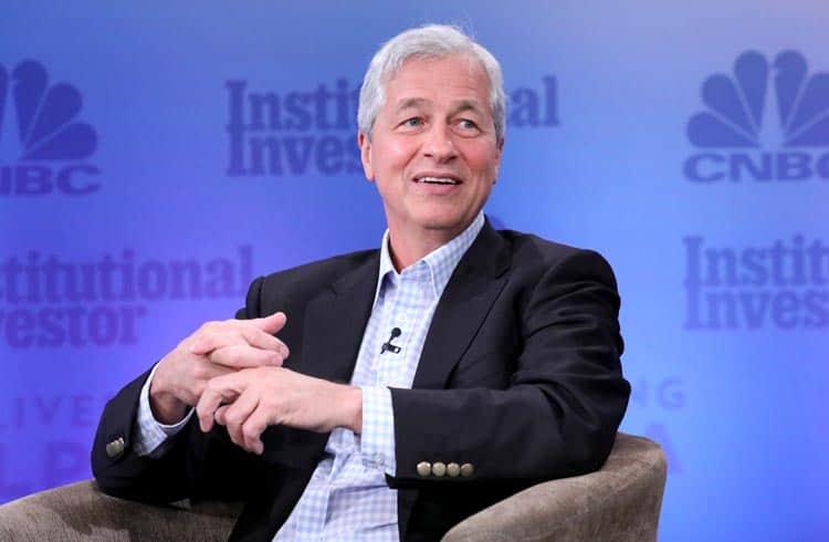 Jamie Dimon diz que a criptomoeda do JP Morgan pode ser usada para pagamentos diários