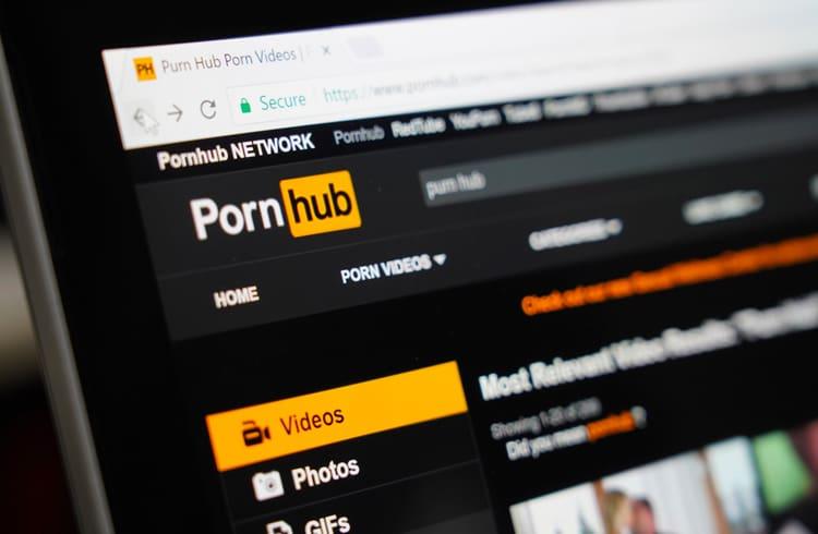 Vai passar o carnaval sozinho? Confira 10 sites de conteúdo adulto que aceitam criptomoedas