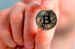 Site vai dar Bitcoin para compras no Booking, UOL e até em supermercados
