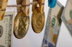 Pela primeira vez, Fincen penaliza trader de Bitcoin por violar leis anti-lavagem de dinheiro