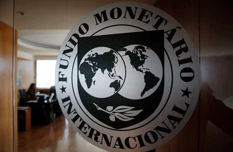 Como o plano de juros negativos do FMI se relaciona com as criptomoedas