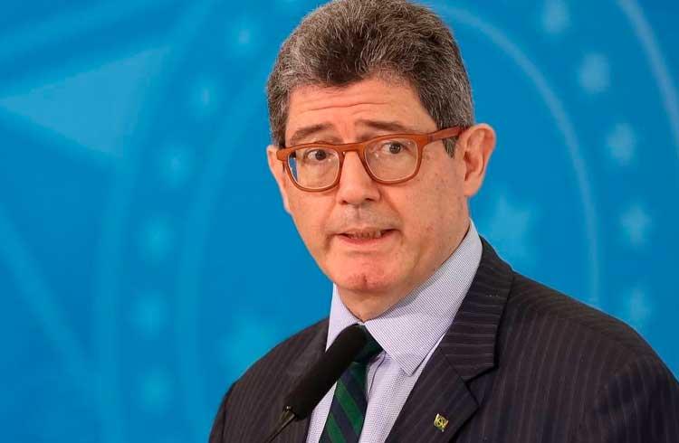 Presidente do BNDES se irrita com Bolsonaro, pede demissão e diz que estudará blockchain