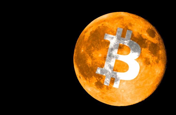 Bitcoin valoriza mais de 10% em 24h e passa de US$ 11 mil