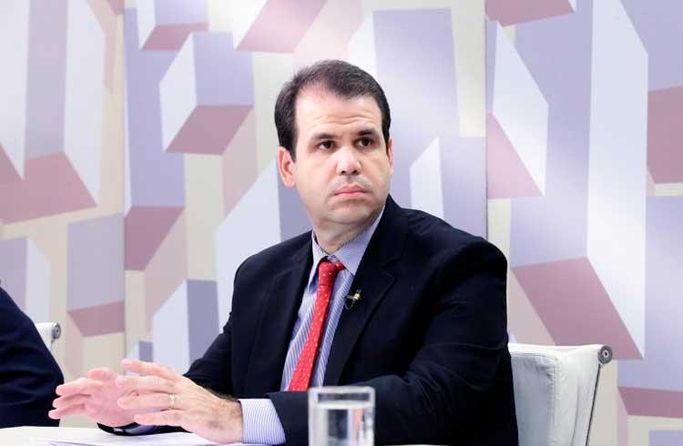 Facebook pode ser convidado a falar sobre a Libra no Congresso brasileiro