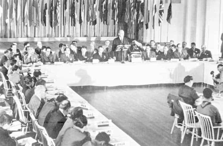 Os 75 anos de Bretton Woods e o potencial do Bitcoin como moeda de reserva global