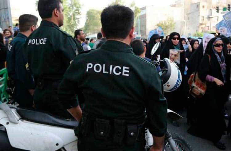 Polícia do Irã apreende caminhão com 117 máquinas de mineração de criptomoedas