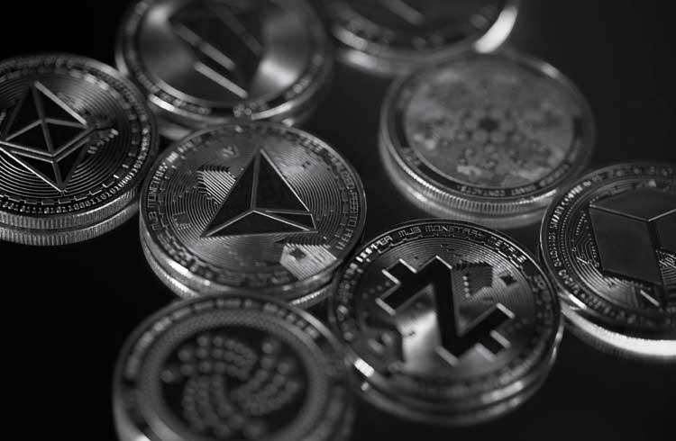Domínio do Bitcoin diminui; Traders acreditam na próxima temporada de alta das altcoins