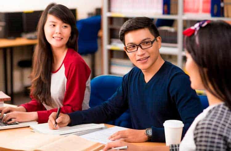 Estudantes chineses mostram aumento no interesse por empregos do setor de criptomoedas