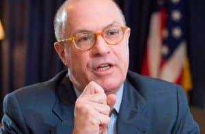 """Ex-presidente da CFTC anuncia novo cargo e pressiona a criação de """"dólar digital"""""""