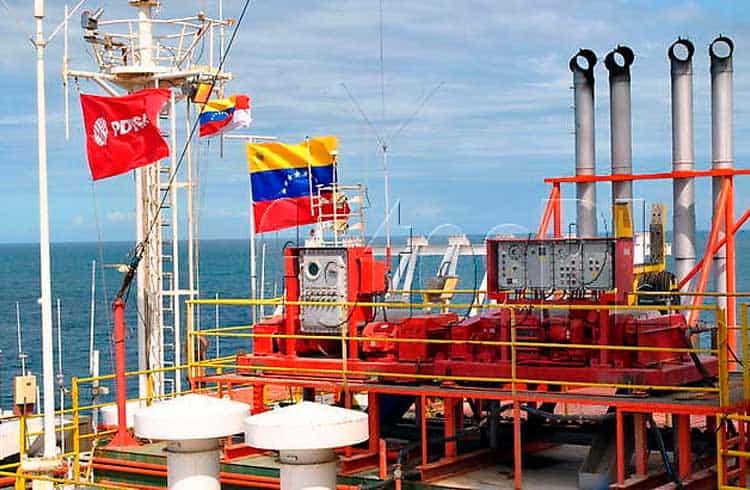 Exigência por pagamento em Petro faz compradores de petróleo venezuelano recuarem
