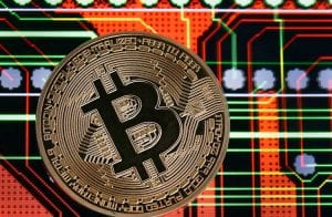 Bitcoin fica na zona dos US$ 6.600 após pequena queda