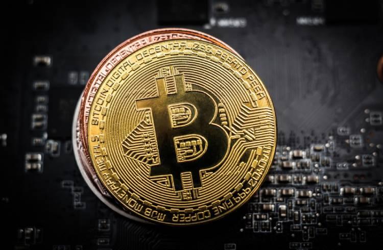 Bitcoin valoriza 6% e supera os US$ 7.500