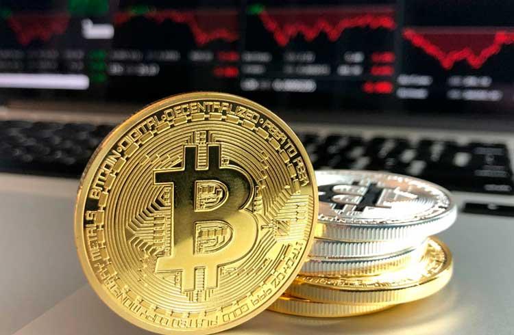 Bitcoin escorrega para US$ 7.200 e mercado segue