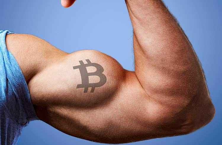 Bitcoin inicia movimento de alta após romper baixa de 3 anos