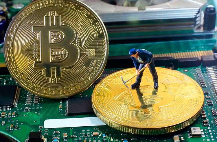 Bitcoin pode sofrer queda com pressão de venda massiva de mineradores
