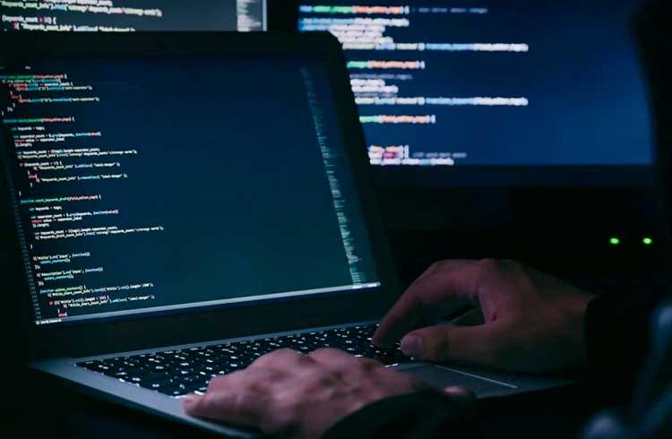 Hacker recupera R$ 83.000 em criptomoedas roubadas de vítima