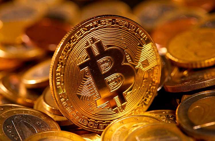 Bitcoin se segura em R$ 57.000 enquanto altcoins derretem