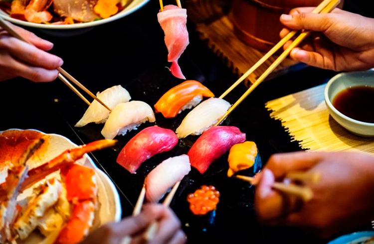 Golpe em DeFi: fundador do Sushi vende tokens e desaparece