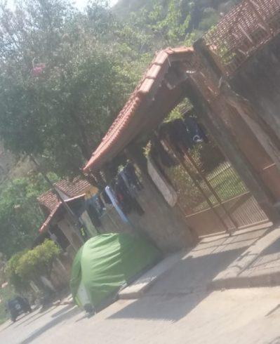 A vítima havia montado acampamento em frente da casa do suspeito (Fonte: Hoje em Dia)