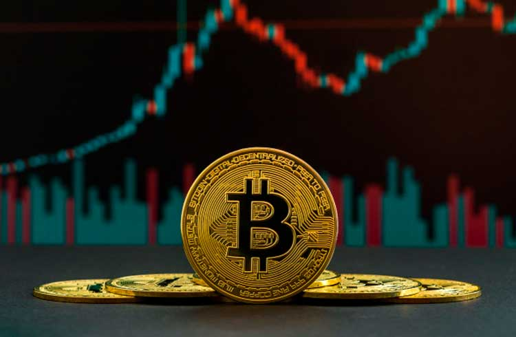 Bitcoin caminha para valer R$ 550 mil em 2025, afirma Bloomberg