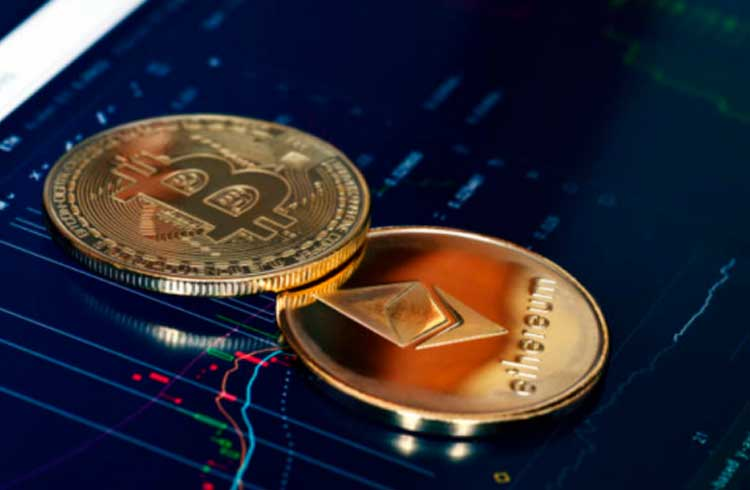 Bitcoin dispara enquanto Ethereum cai; Especialistas explicam os motivos