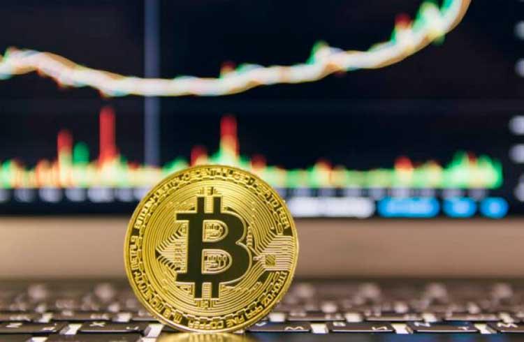 Especialista explica alta recente do Bitcoin e de outros ativos