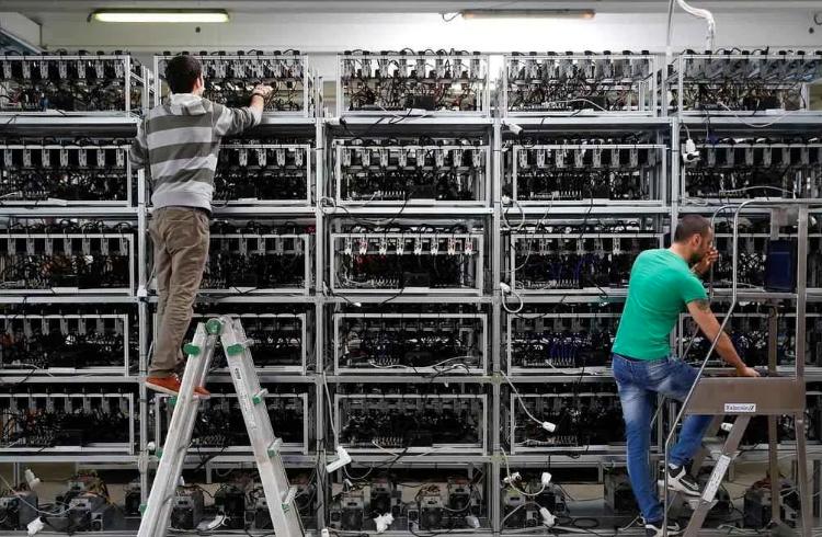 Mineração do Bitcoin tem maior queda de dificuldade em quase 10 anos