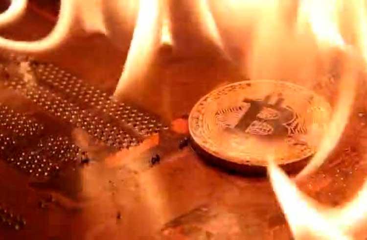 Russo coloca fogo em apartamento minerando Bitcoin