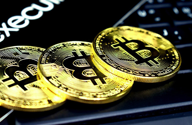 Bitcoin cai 3% em menos de 1 hora; XRP derrete 32%