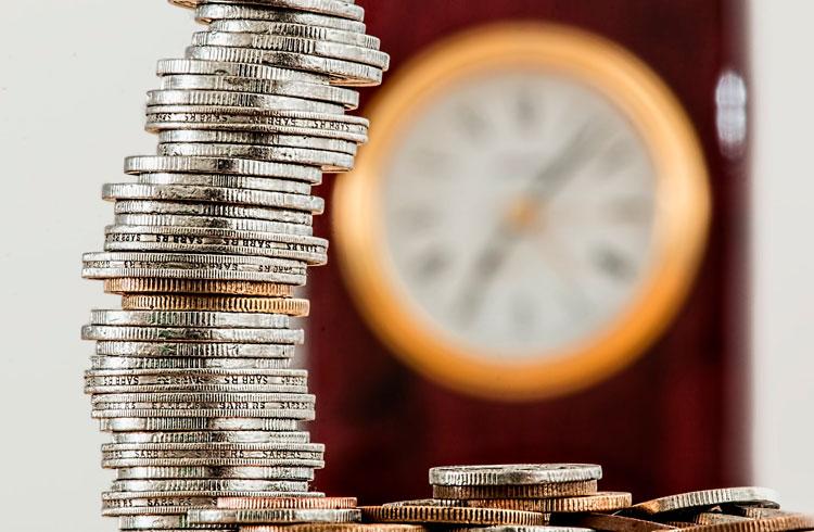 Analista recomenda 5 altcoins para investir durante esta alta