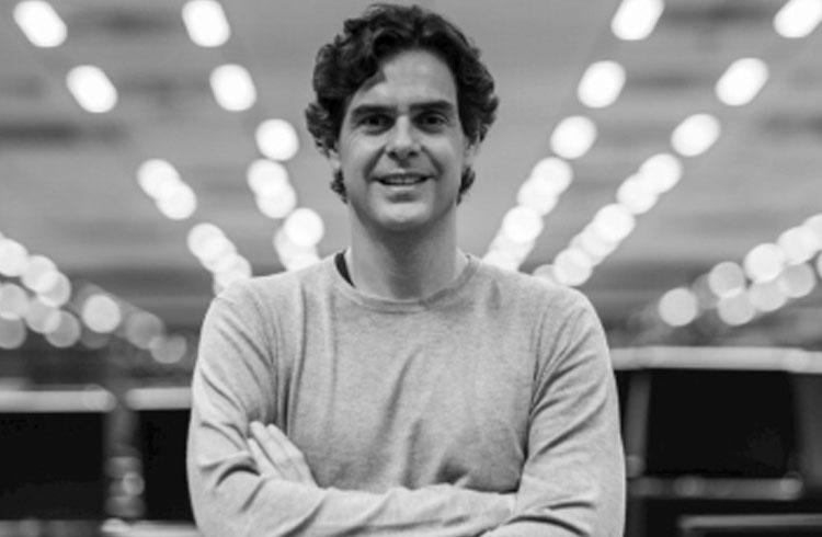 CEO da XP Investimentos recomenda exposição em criptomoedas