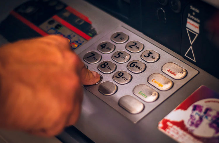 China lança caixas eletrônicos para sua moeda digital