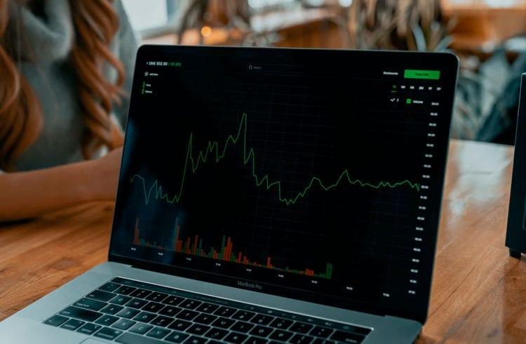 Criptomoedas DeFi em alta: analista aponta 3 razões