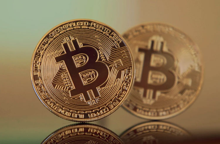 Dia vermelho: Bitcoin despenca 7% e criptomoedas acompanham