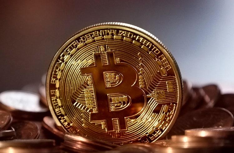 Peter Schiff questiona escassez do Bitcoin e recebe duras respostas