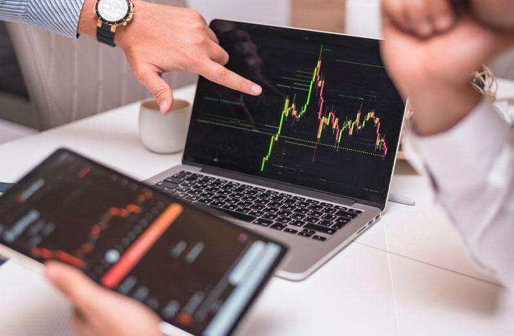 Temporada das altcoins? Trader indica criptomoedas que podem render