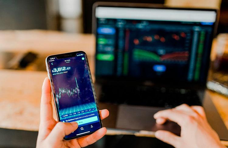 Trader revela como transformou R$ 4 mil em R$ 5,5 milhões com Uniswap