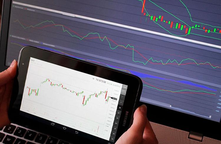 3 altcoins para comprar e lucrar no médio prazo indicadas por trader