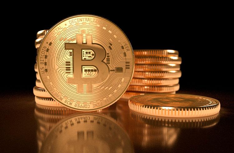 Bitcoin atinge US$ 1 trilhão em valor antes de Google e Amazon