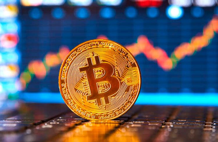 Bitcoin avança em 4 dias mais da metade da valorização de janeiro