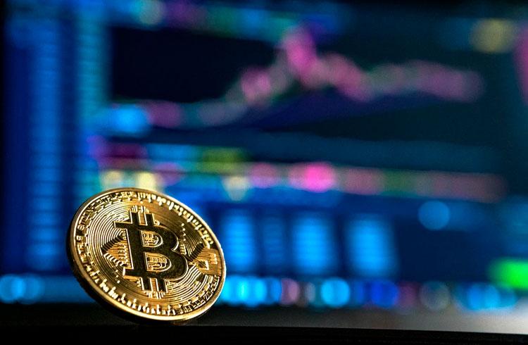 Apple pode ser a próxima a comprar Bitcoin, diz bilionário