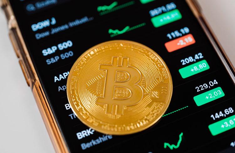 Bitcoin inicia a semana com recuperação e Binance Coin dispara 18,5%