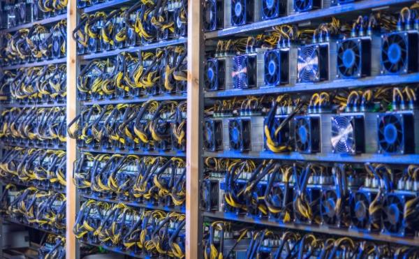 Conjunto de máquinas de mineração de Bitcoin. Fonte: Google