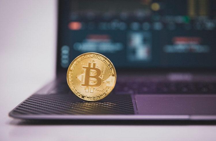 Professor brasileiro prevê quando Bitcoin valerá R$ 1,3 milhão