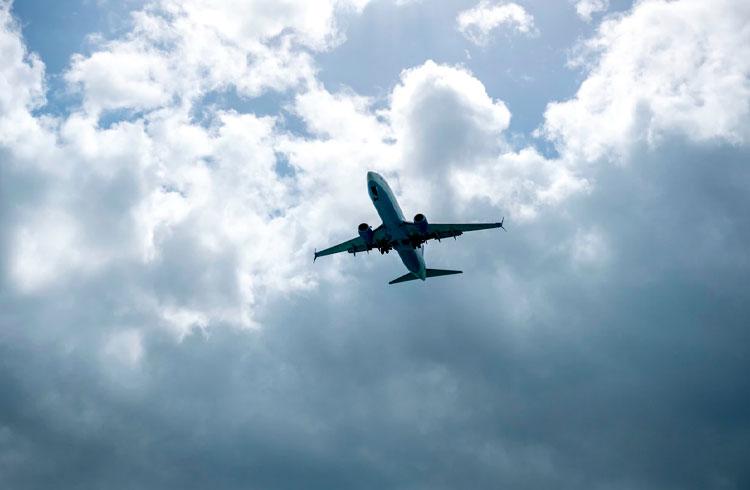 Tem ações da Embraer (EMBR3)? Você precisará de muita paciência