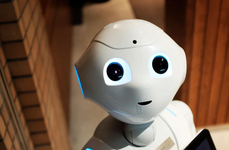 """Ator da Globo promove robô com """"tecnologia da NASA"""" e promete lucro de 300%"""