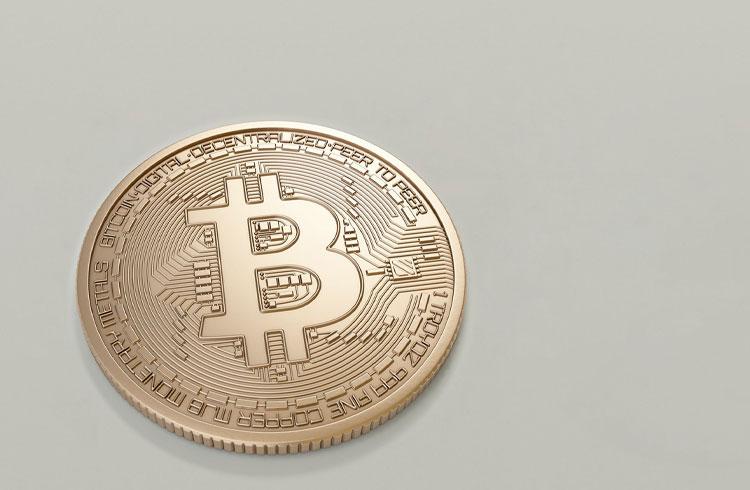 Bitcoin segue em US$ 58 mil enquanto XRP dispara 18%